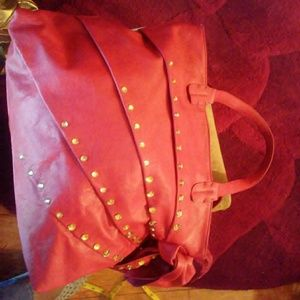 Red handbag with gold stones on the outsidees